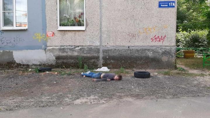 Мальчик и мужчина выпали из окон в Дзержинске с разницей в час. Один из них погиб