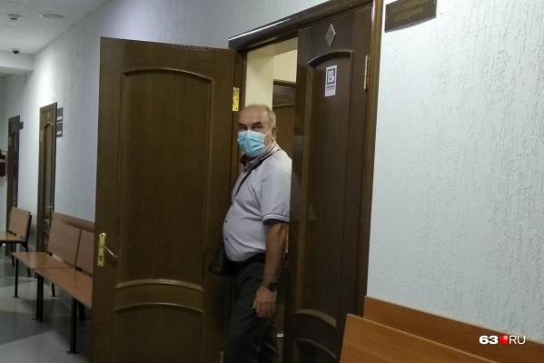 Иван Ежов пытался спрятаться от камер