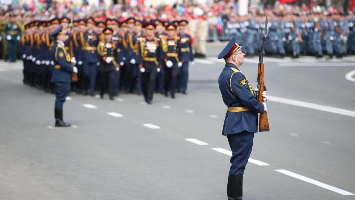 В Кемерово прошел праздничный марш. Посмотрите, как это было