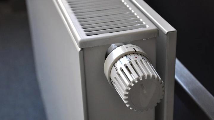 Когда в Красноярске отключат отопление и что делать, если дома жарко