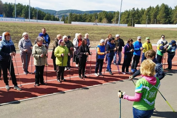 Скандинавская ходьба очень демократична — подходит для разных возрастов
