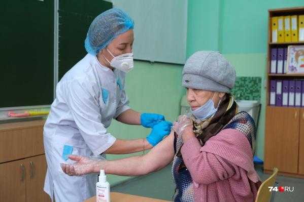 В Снежинске обязательную вакцинацию ввели для всех работников сфер образования и услуг