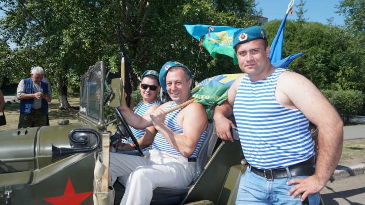Тельняшки, береты и бесплатные арбузы: как омские десантники отпраздновали День ВДВ