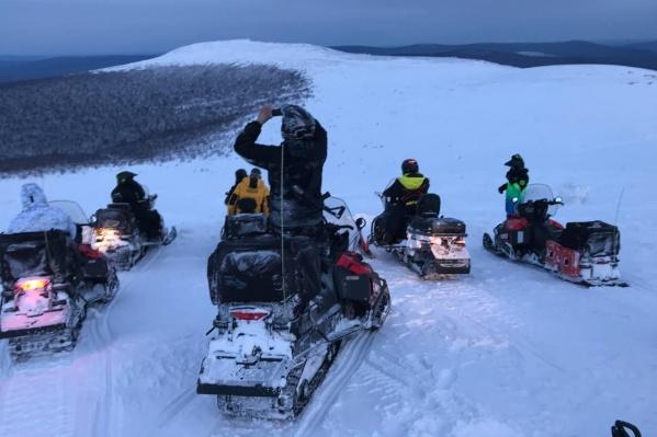 Поездка на шести снегоходах с двумя ночевками на переезде и одним ночлегом в гостинице обошлась участникам экспедиции в 40 тысяч рублей с человека