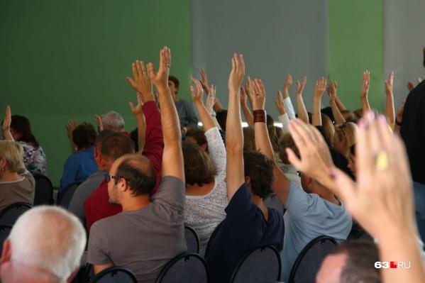 Жители поделились своими опасениями с чиновниками на собрании