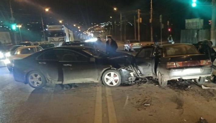 В больнице водитель и два пассажира: в Волгограде полиция рассказала подробности вечернего ДТП на Кабардинской