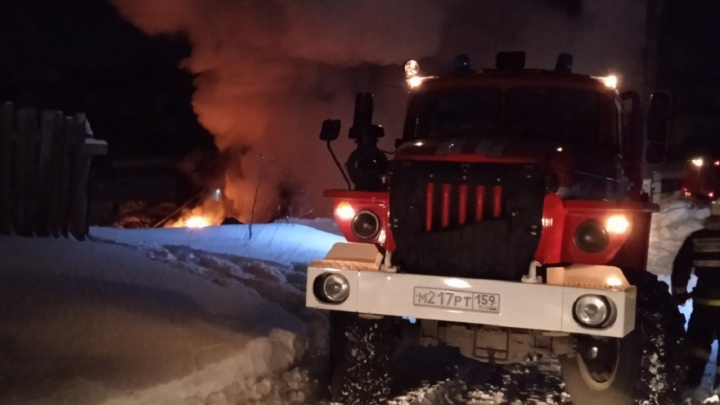 Двое человек погибли при пожаре под Пермью