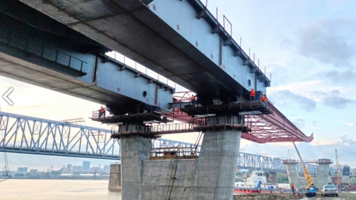 За два месяца строители надвинули пролет четвертого моста через Обь на 102 метра