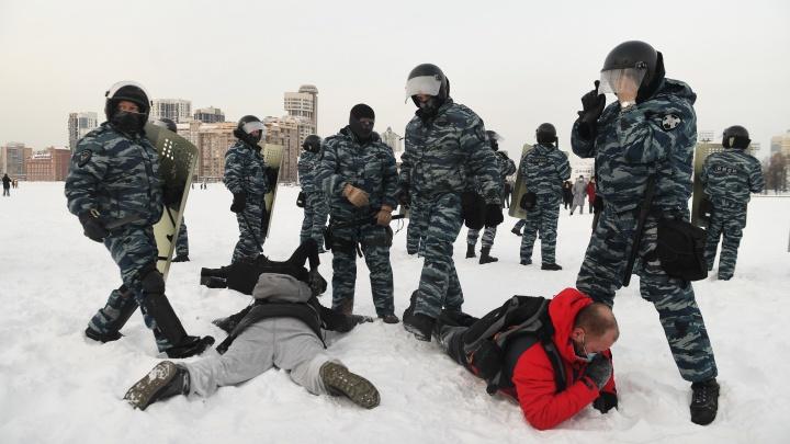 Ледовое побоище: главные кадры жестких задержаний в Екатеринбурге