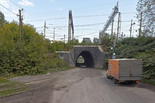 Из-за ремонта с 22 мая транспорт объезжал этот тоннель