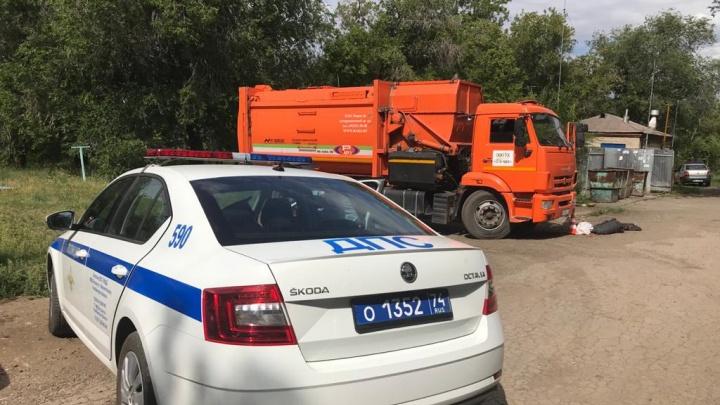 «Оказался в слепой зоне»: двое пенсионеров погибли под колесами мусоровозов в Челябинской области