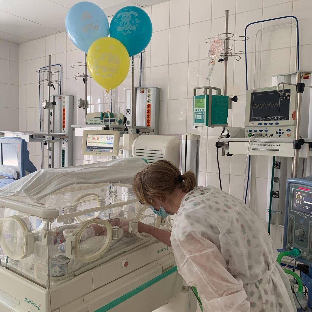 21 января малышу исполнился месяц, в роддоме праздновали его день рождения