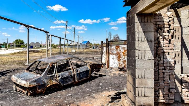 «Всё полыхало, а они стояли и смотрели»: жители сгоревших на Южном Урале поселков — о дне, сломавшем их жизни