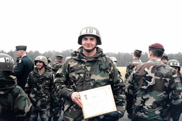 Питер Деббинс 7 лет был военнослужащим армии США и имел доступ к секретным данным