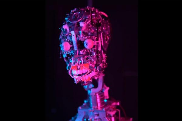 Робот поет о любви к людям