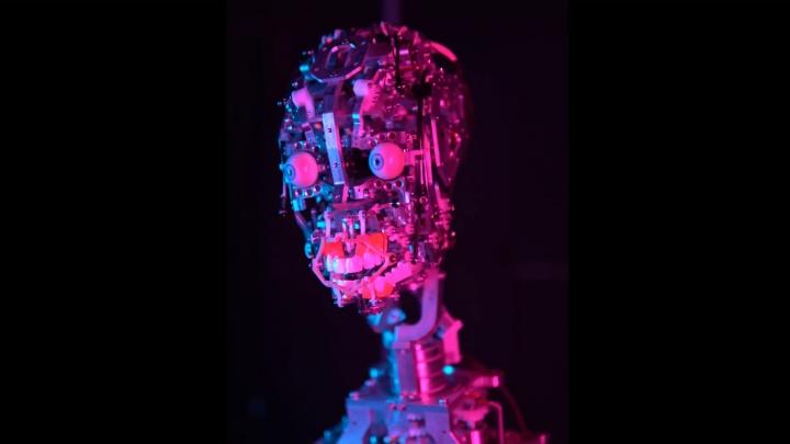 «Мы любим вас, дорогие люди»: пермский робот поздравил человечество с Днем всех влюбленных