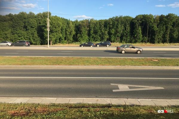 Сейчас специальные полосы есть лишь на Московском шоссе, и только на дублерах