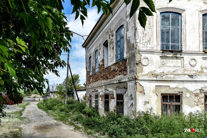 Село Калмыцкий брод, позже переименованное в Бродокалмак, появилось еще в середине XVIII века. Здесь много харизматичных построек