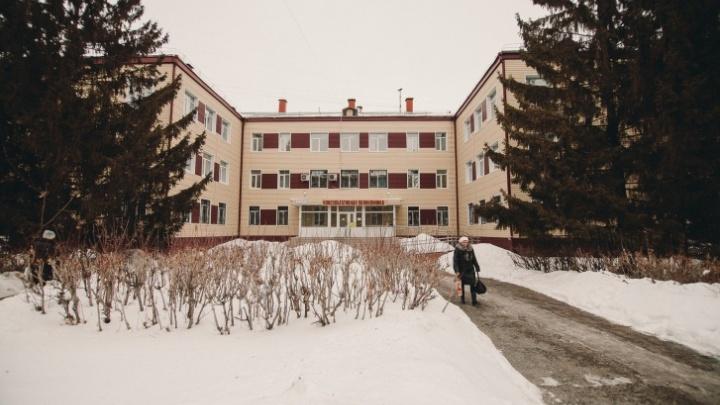 После избиения малыша, гулявшего по морозу, мать из Вагая могут лишить родительских прав