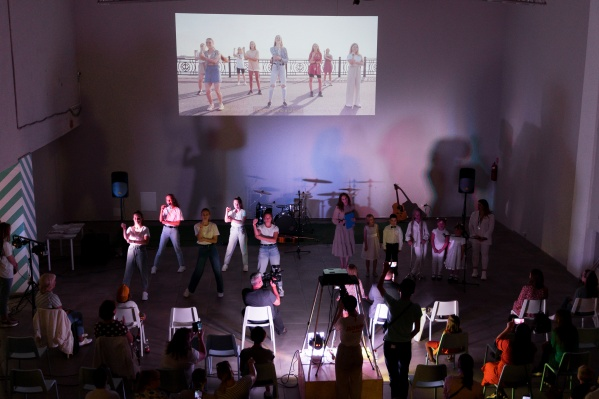 Зрители увидели видеоролики участников проекта на большом экране