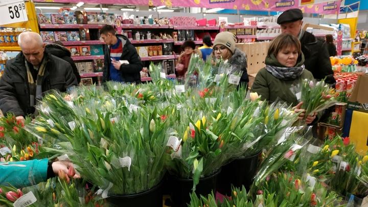 Уфимку возмутила стоимость цветов в честь 8 Марта: «Решили отбить ковидный год, что ли?»