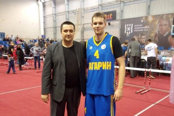 Александр Зуев (справа) с пермским тренером