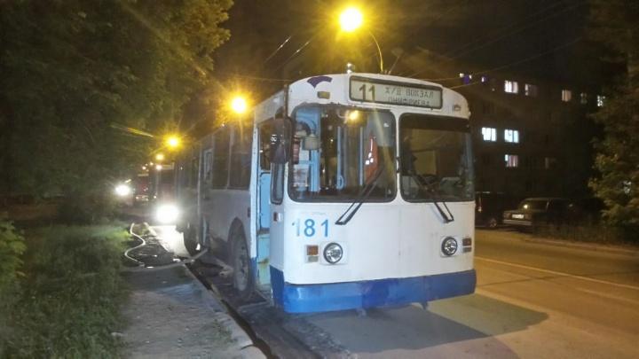 В Екатеринбурге троллейбус задымился, не доехав 15 метров до депо