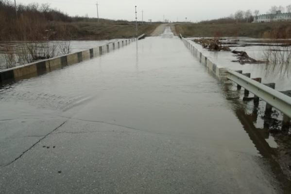 В Пестравском районе вода в реке Большой Иргиз поднялась значительно выше моста