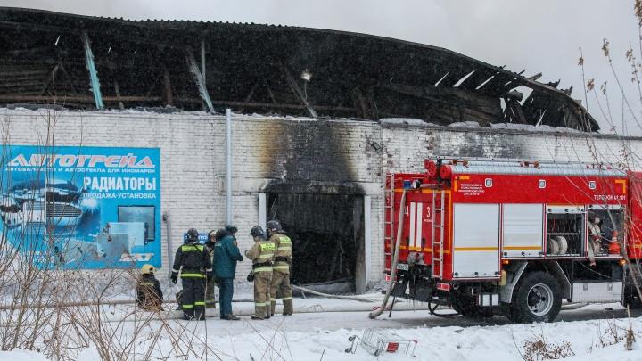 Задержаны директор и завхоз сгоревшего склада, где погибли трое пожарных и кладовщик