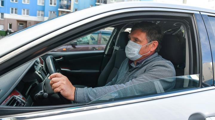 «Катаю по 100 километров в день». Как Toyota Camry из гаража мэрии превратилась в такси для врачей