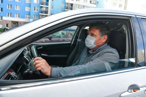 Олег Ухарский за рулем Toyota Camry