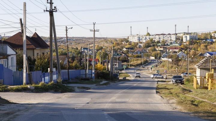 Под Волгоградом десятки улиц райцентра вторые сутки остаются без света и воды