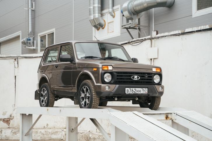 Призовой автомобиль установили на самом видном месте — для мотивации коллектива