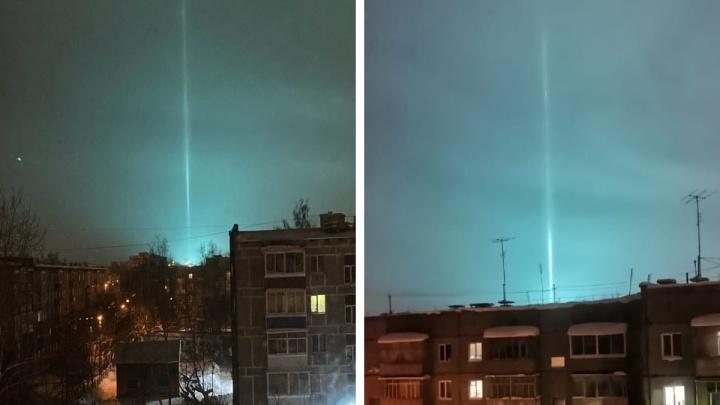 «Свет отключился в квартале»: в небе над Нижним Тагилом появился световой столб