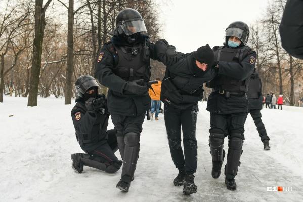 Полиция снимала все происходившее на видео не менее активно, чем протестующие и журналисты