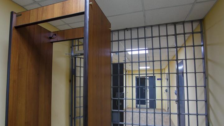 Цена молчания: в Суровикино задержали замначальника колонии строгого режима