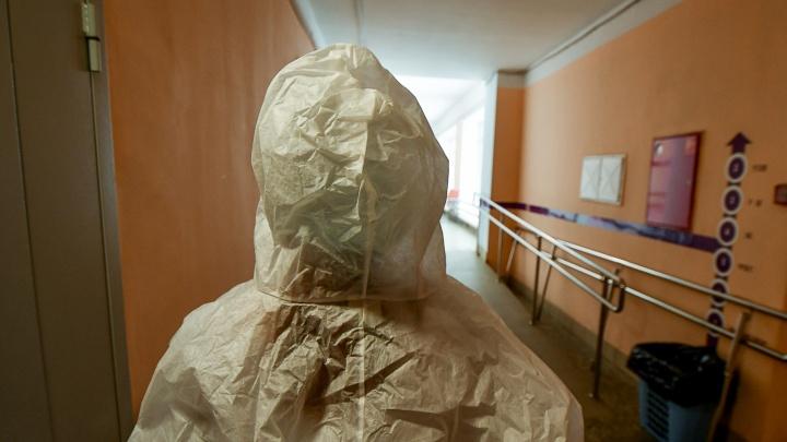 На Урале врач из «красной» зоны требует от больницы миллион рублей за работу с ковидными пациентами