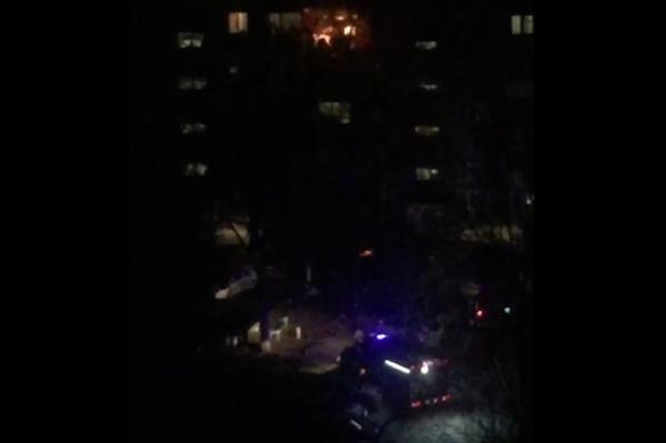 Загорелся балкон на пятом этаже