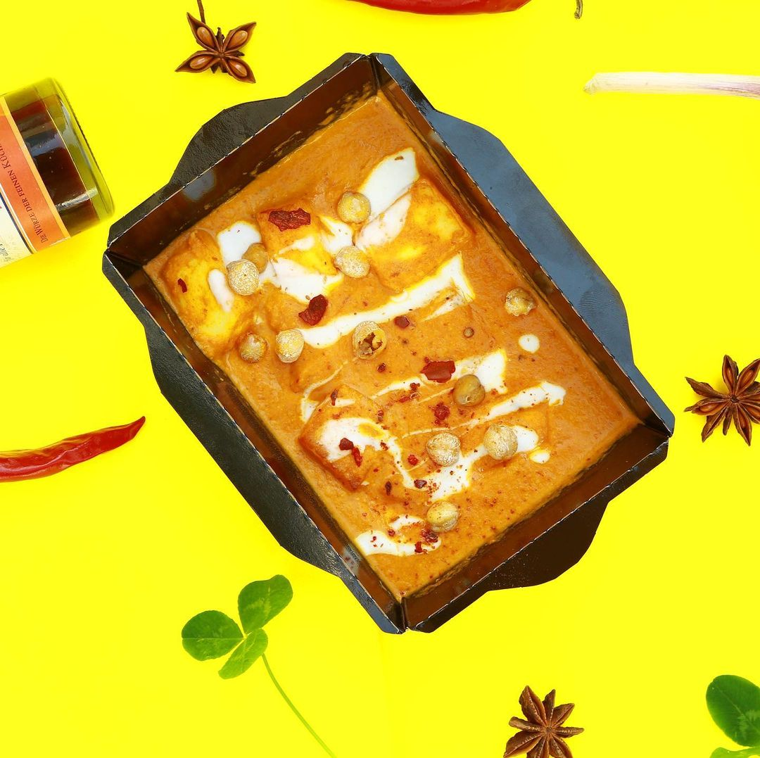 <p>Курица в томатно-ореховом соусе с чесноком и сливочным маслом</p>