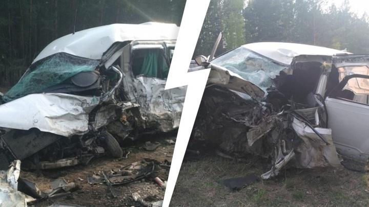 На трассе разбился автобус, который вез пассажиров в Тюмень