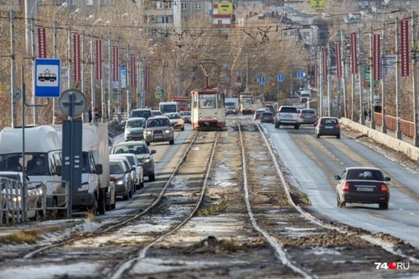 С 1 мая Ленинградский мост закроют для всех видов транспорта
