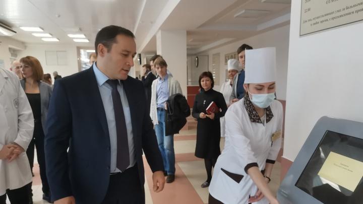 Больницы оставили без оборудования: замглавы самарского Минздрава попал под уголовную статью