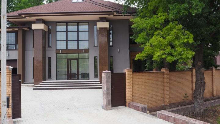 Под Уфой на продажу выставили резиденцию почти за 100 миллионов рублей. Узнали, кому она принадлежит