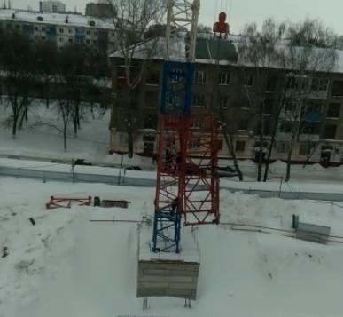 На стройке в Уфе, которую запретил Радий Хабиров, начали демонтаж техники