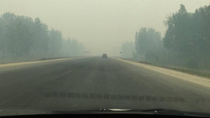 Полный Сайлент Хилл! Трассу под Каменском-Уральским заволокло густым дымом