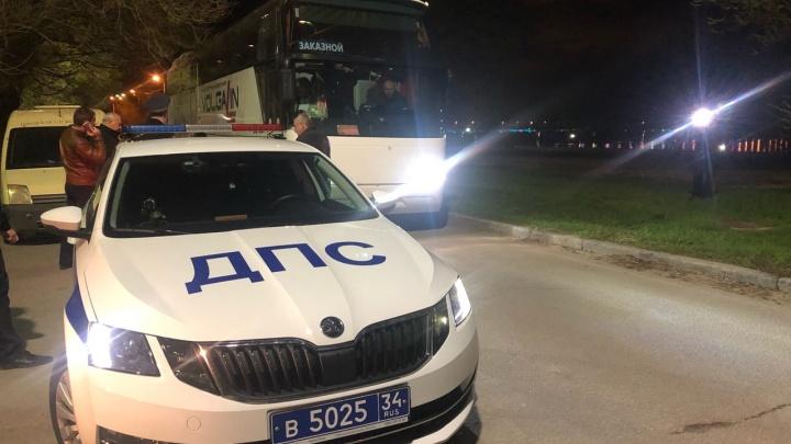 «Мы едем к нашим детям»: родные пострадавших в аварии на Ставрополье юных баскетболисток выехали из Волгограда