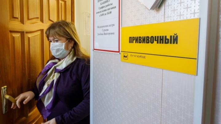 В Волгограде 22 библиотекаря хотят отстранить от работы за отказ от прививок