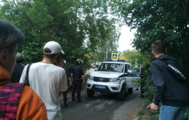 В Екатеринбурге бывший полицейский устроил стрельбу по прохожим и силовикам. Среди пострадавших ребенок