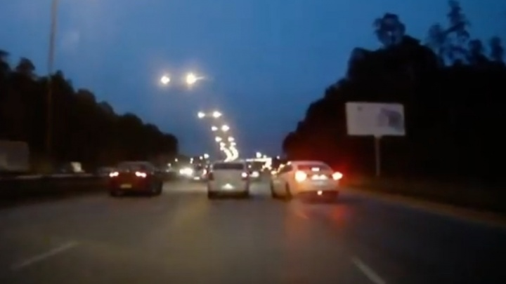 ДТП на Объездной спровоцировал лихач на иномарке. Видео момента столкновения