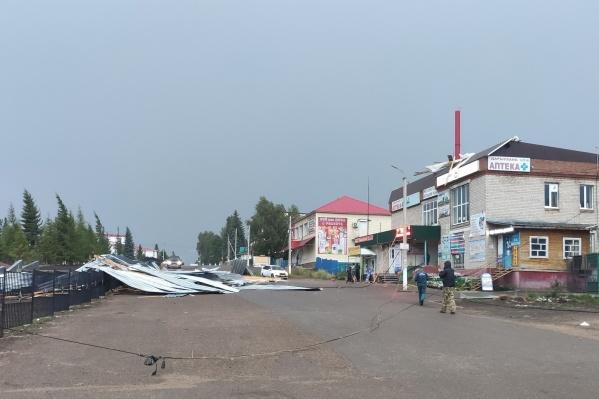 Кровлю в селе Бижбуляк снес ураганный ветер